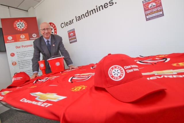 Sir bobby charlton manchester united shirt signing